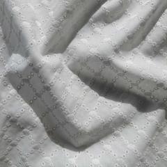 bestickter Baumwollstoff Ovale Gitternetz Lochstickerei, cremeweiß