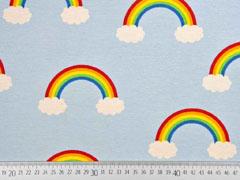 Dekostoff Regenbogen Wolken, hellblau