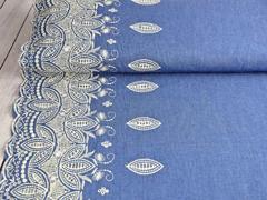 RESTSTÜCK 69 cm Jeansstoff gestickte Bogenkante Blätter, weiß jeansblau
