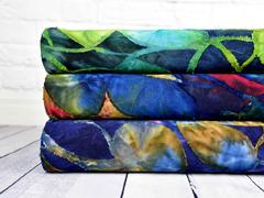 Jersey mit Struktur Batik Blätter, flieder dunkelblau