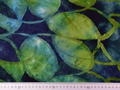 Jersey mit Struktur Batik Blätter, grün