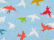Fleece Schwalben, bunt auf hellblau