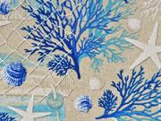 Dekostoff Leinenlook Seesterne Korallen Muscheln, blau natur