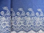 Jeansstoff gestickte Bogenkante Blumen, cremeweiß jeansblau