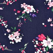 Viskose Crepe Stoff Blusenstoff Blumen Zweige Blätter, rotpink weiß dunkelblau