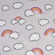 Baumwollstoff Regenbögen Wolken, rosa beere hellgrau