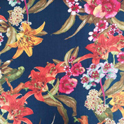 Viskose Crepe Stoff Blumen, dunkelblau