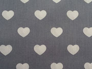 RESTSTÜCK 100 cm Baumwollstoff Herzen , grau weiß