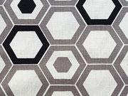 RESTSTÜCK 83 cm Baumwollstoff Retromuster Sechseck Camelot Design,schwarz weiß